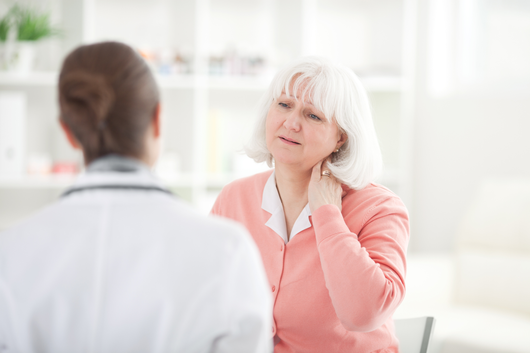 When to Consult a Doctor for Neck Pain